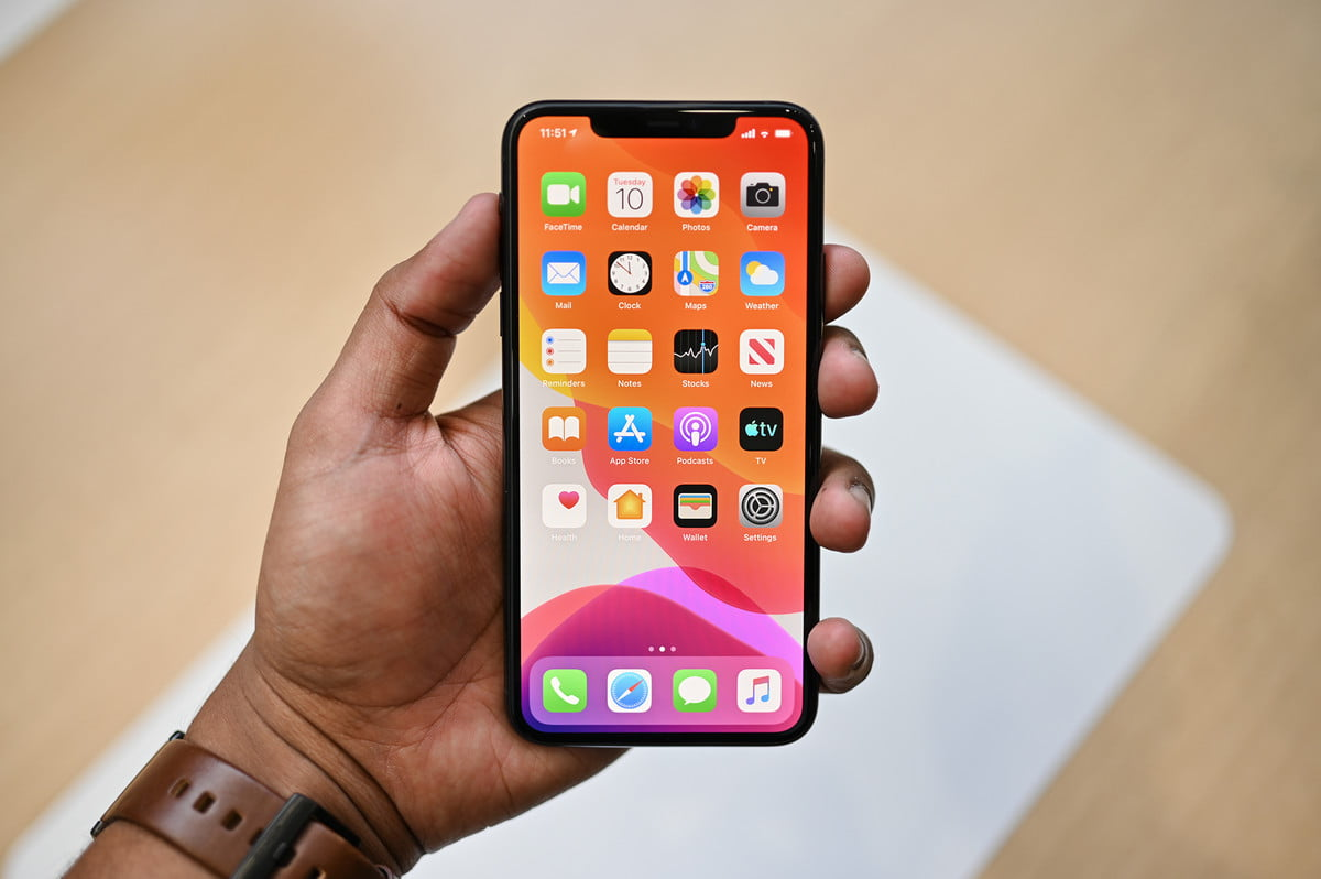 Apple iPhone 11 Pro Max hands on front of phone apps