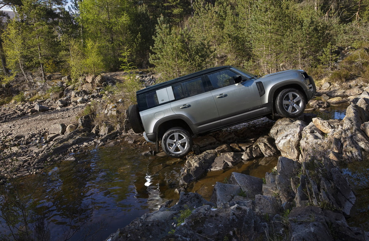 2020 land rover defender boasts rugged style usable tech lr def 20my 110 dynamic 100919 21