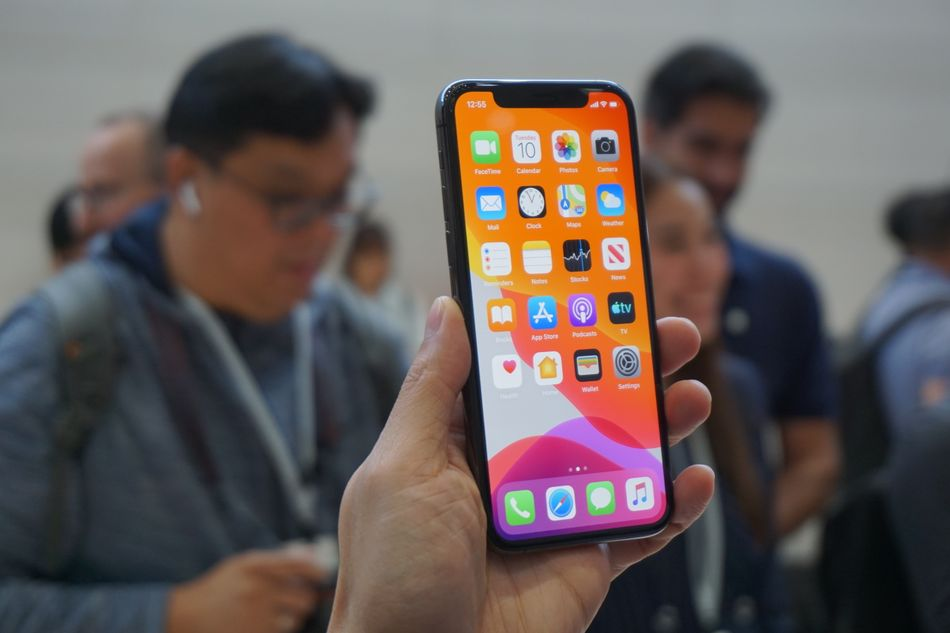 The Super Retina XDR OLED display is even brighter and more vibrant than on iPhone XS.