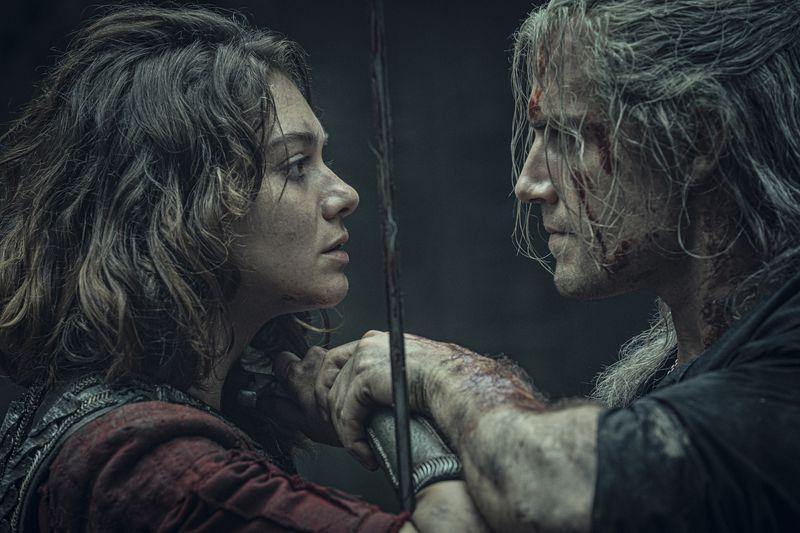 Henry Cavill as Geralt and Emma Appleton as Renfri lock swords in The Witcher.